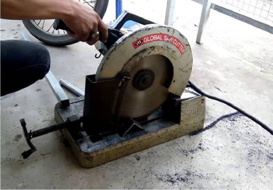 Hình ảnh máy cắt sắt cũ được thanh lý