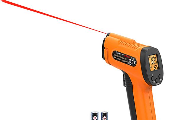 Tia laser từ súng bắn nhiệt hồng ngoại